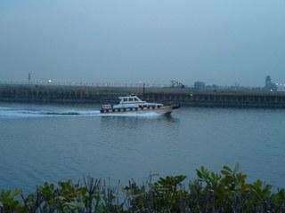 京浜島つばさ公園で警戒船