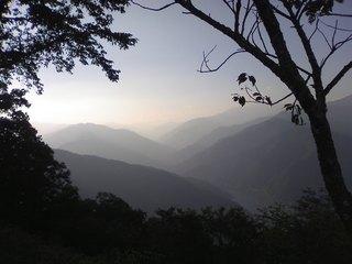 月夜見第一駐車場から山梨方面の山並みを望む