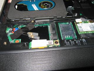 MiniPCI と SIMカードスロット