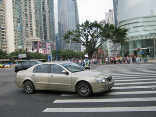 街角ではお巡りさんが交通整理