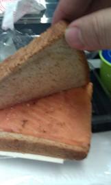 サンドイッチの中身はサーモン