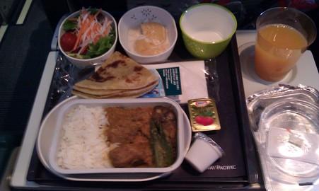 機内食はヒンズーカレー