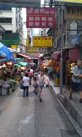 途中の商店街