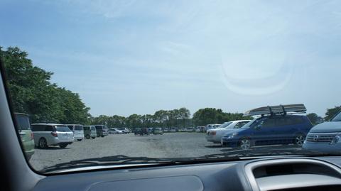 井上スパイス工業の駐車場