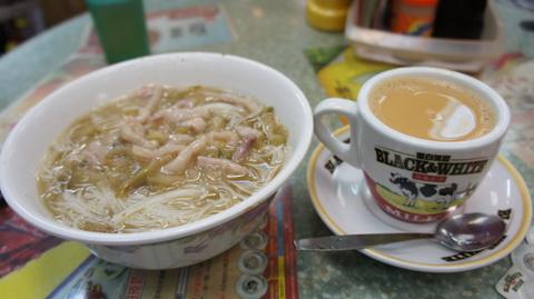 茶餐廳で朝ごはん