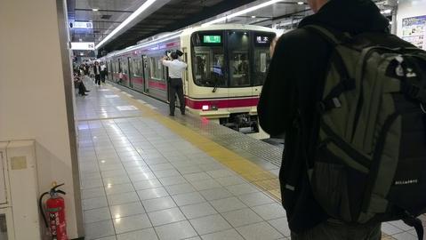新宿駅で撮影