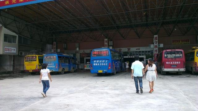 天峨バス駅