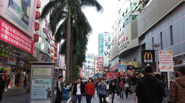 東門の商店街
