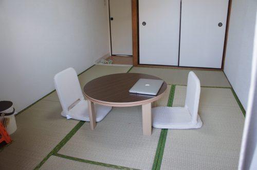 和室にはコタツと座椅子