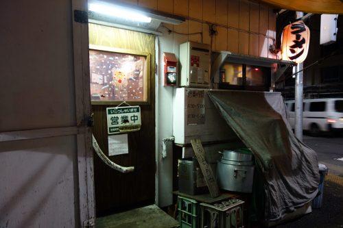 かおたんラーメン 店の入口