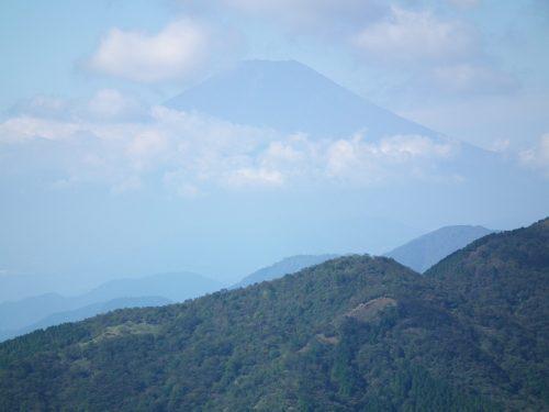 大山山頂近くから富士山