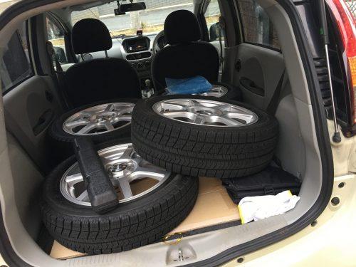 タイヤを詰め込む