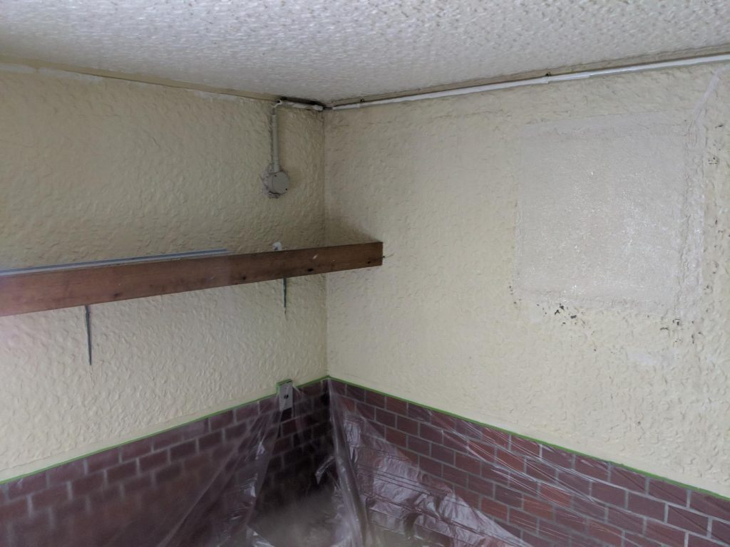 まずは天井を塗装